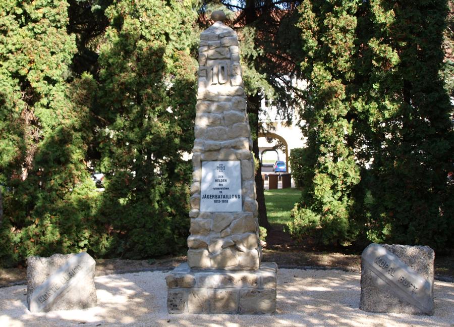 """Einweihung des """"heimgekehrten"""" Denkmals der Zehnerjäger in Stockerau"""