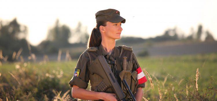 Milizsoldaten als Fotomodels